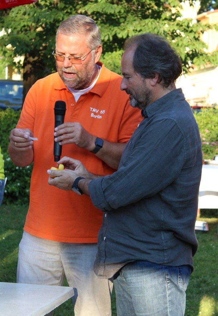 Auslosung der Mannschaftsreihenfolge durch Seniorenreferent Robert Kullick und Ortsvorsteher Robert Schlappner